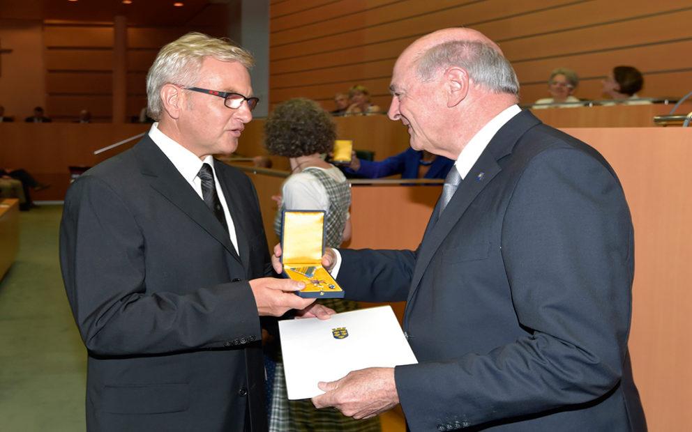 Goldenes Ehrenzeichen für Bürgermeister a.D. Josef Pichlbauer