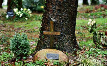 Bestattungsarten: In der Erde und aus der Luft