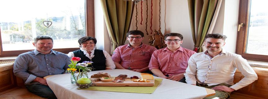 Handgemachter Käse, Jausenbetrieb und Hofladen